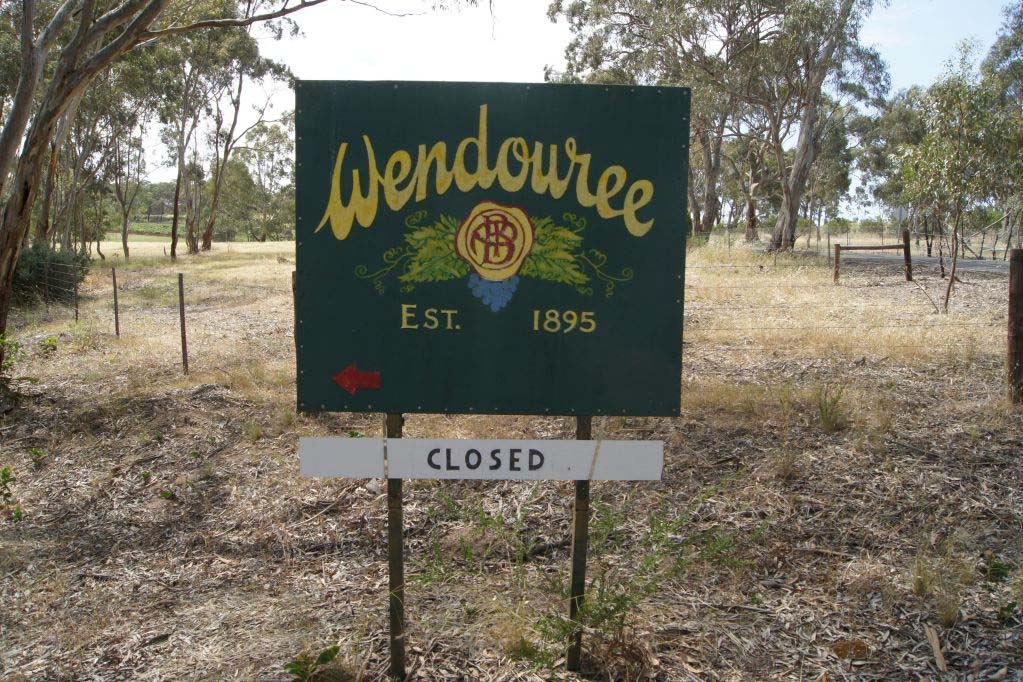 The sign to Wendouree Cellars established 1895